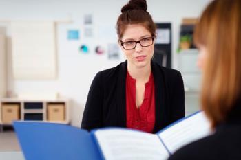 El paro, las deficiencias del sistema educativo y la dualidad laboral, sus principales obstáculos para conseguir un empleo