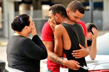 50 muertos en la peor matanza de EEUU, tras el 11-S, con un arma de asalto. El agresor murió en un enfrentamiento con la Policía