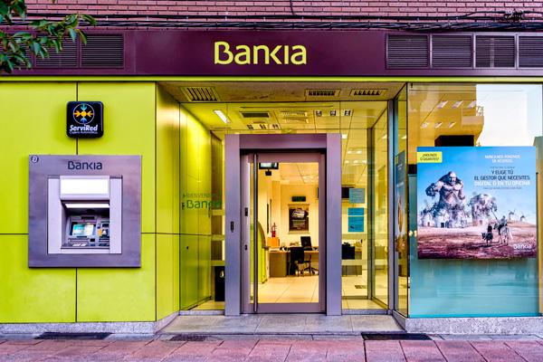 Bankia devuelve a un usuario m s de euros por la for Clausula suelo ingles