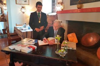 Lo ha recogido a manos de los Reyes de España en el Paraninfo de la Universidad de Alcalá