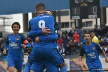 El delantero malagueño anotó 5 tantos en la victoria del Fuenla ante el Coruxo