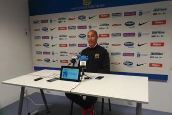 El centrocampista y el técnico del Fuenlabrada, Antonio Calderón, analizaron el partido la visita del Zamudio en rueda de prensa