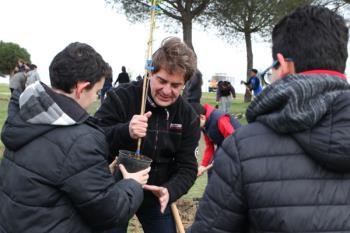 500 escolares de la ciudad participarán durante estos días junto con Manuel Robles y Javier Ayala en las tareas de reforestación en unas jornadas lúdicas y formativas