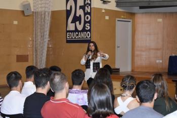 La cantante María Aguado inaugura el proyecto `Europa: un abanico de culturas´