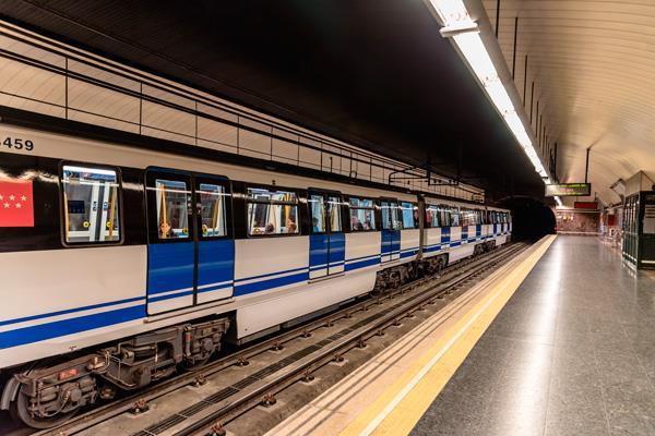 Los maquinistas de Metro echan el freno