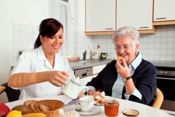 La Policía Local y Bienestar Social colaboran en un programa de seguimiento a personas mayores que viven solas