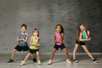 Asisten al espectáculo 'Tres de dos' como complemento a los talleres impartidos en las aulas de nueve centros educativos