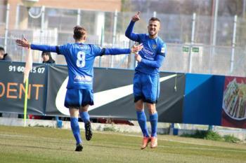 La gran actuación del delantero con un gol y una asistencia, posibilita al Fuenla seguir enganchado cerca de la zona de Play Off