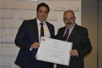 Jonathan Praena, presidente del Club de futbol Fuenlabrada,  recogió la medalla por la gestión y el notable impulso al club azulón de nuestra ciudad.